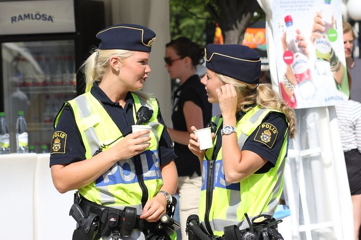Swedish police ~ This is how all police officers should look like :)