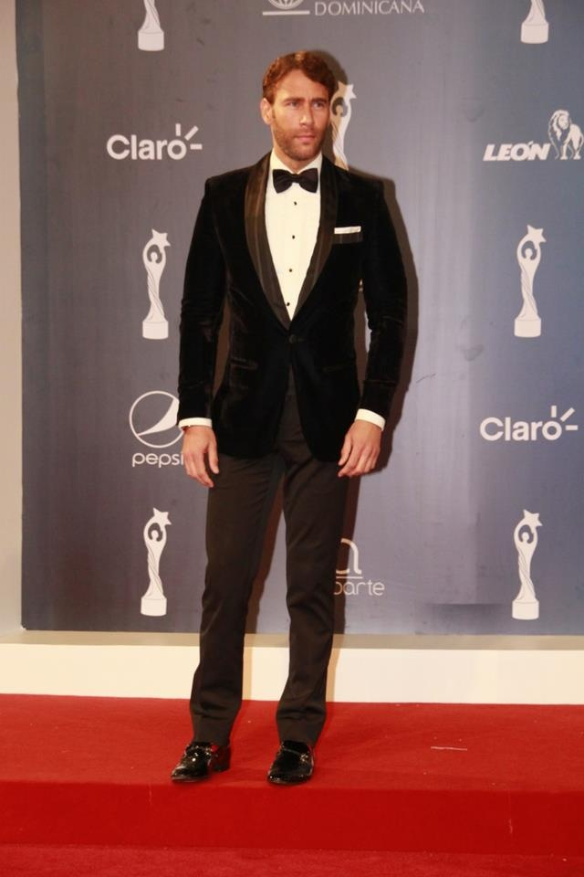 Carlos de la Mota -- I will only marry a Dominican man if he looks like this! LOL *{crosses fingers}*