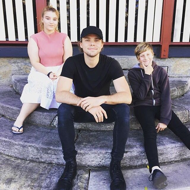 Ashton, Lauren (Ashton's sister) and Harry (Ashton's brother).