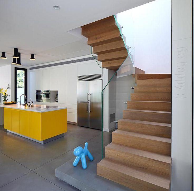 33 Staircase Designs Enriching Modern Interiors With: ארוך ומשגע: שיפוץ בית משפחתי בהרצליה