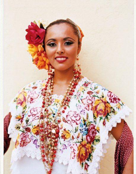 Mérida's Plaza Grande hosts Yucatecan dance performances and a crafts market on Sundays. folkloric dancer, traditional vaquería (barn dance).