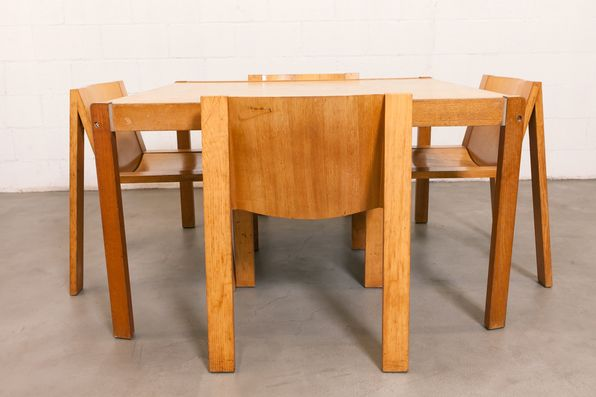 PASTOE DINING TABLE WITH 4 SE15 CHAIRS BY BOONZAAIJER & MAZAIRAC