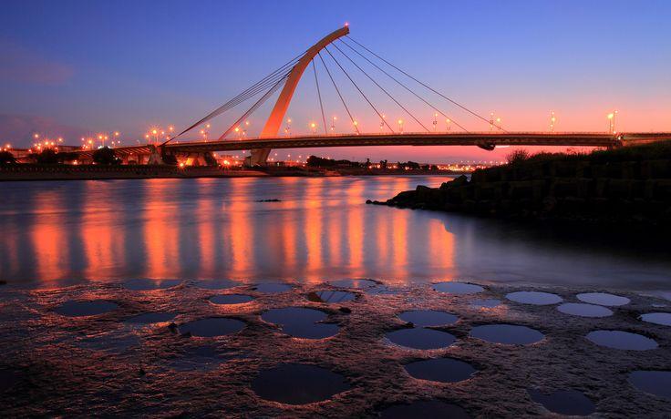 Красные огни на мосту 2560x1600