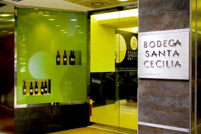 Bodegas Santa Cecilia se expande con nuevas franquicias https://www.vinetur.com/2014051215306/bodegas-santa-cecilia-se-expande-con-nuevas-franquicias.html