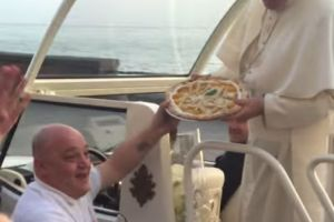 Pope Francis receives pizza delivery — while riding in the Pope Mobile (VIDEO)