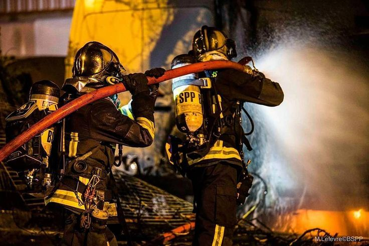 FEATURED POST   @pompiers_de_paris - [ Intervention] Feu d'entrepôt et véhicules à Villetaneuse  Entre le 6 et 7 avril ce fût une nuit agitée pour les pompiers de Paris. Un entrepôt de stockage prend feu et l'incendie se propage rapidement. Deux poids-lourds et trois autres véhicules sont également touchés par les flammes. Au bout d'une heure le feu est maîtrisé mais une équipe cynotechnique est appelée pour procéder à la capture des chiens de garde et faciliter le déblaiement.   M. Lefèvre…