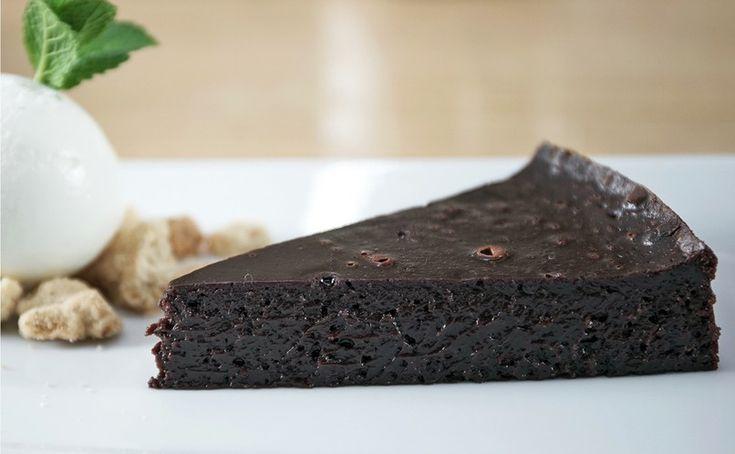 Μια υπέροχη διαφορετική σοκολατόπιτα! Μια θεϊκή συνταγή από τον masterchef, Άκη Πετρετζίκη. Δείτε την συνταγή εδώ: Πηγή Σχόλια