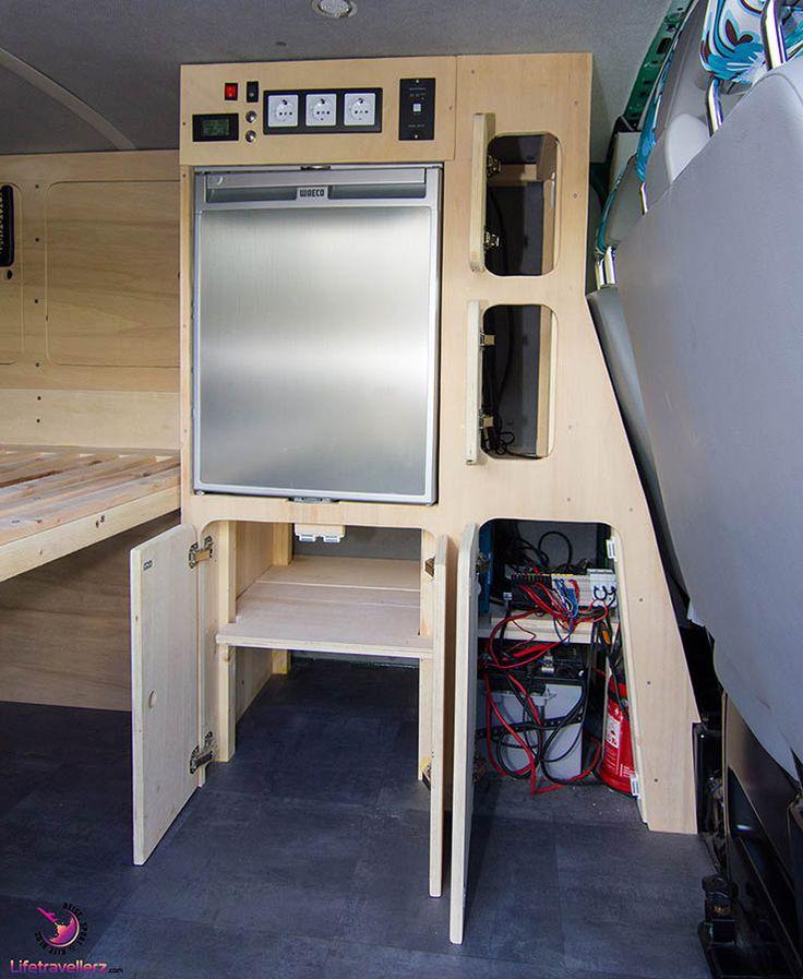 VW Bus T5 Selbstausbau - Möbelplanung und Bau. Scharniere und Schlösser im Camperbus