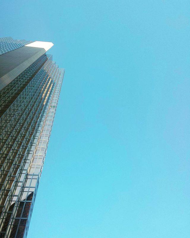 Clear sky.  #skyscraper #architecture #downtown #toronto #photography #royalbankplaza #minimalist #unionstation #minimalism #streetsoftoronto #blogto #the6ix #minimal