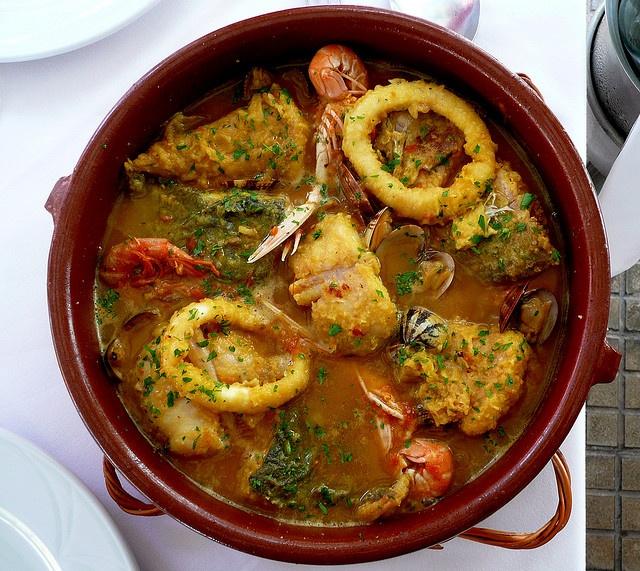 Suquet de pescado, Gastronomía tradicional catalana (La Escala · Girona · Costa Brava · Cataluña) www.finquesballes ...