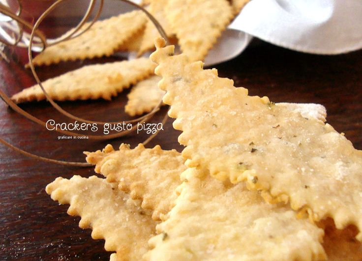 Crackers gusto pizza con esubero di pasta madre http://blog.giallozafferano.it/graficareincucina/crackers-gusto-pizza-con-esubero-di-pasta-madre/