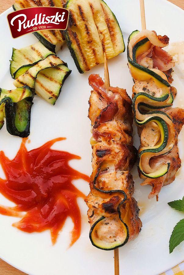 Szaszłyki ślimakowe z kurczakiem, boczkiem i cukinią. #pudliszki #przepis #przekąska #grill #kurczak #boczek #cukinia