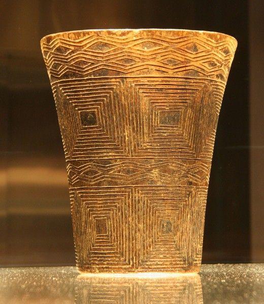 Vaso de madera grabado. Kero. Inka (Arica). MCHAP, 3693
