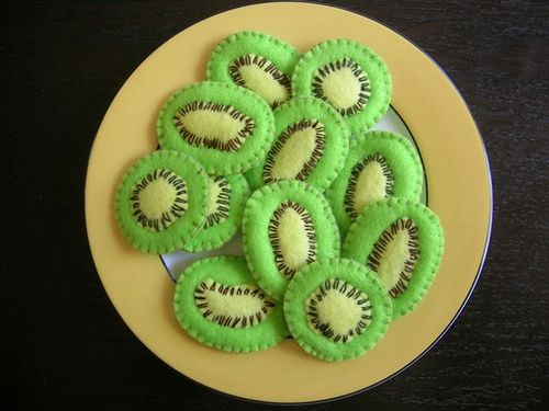 Felt food: Kiwi fruit slices By sum of mum on flickr Karin Meagher