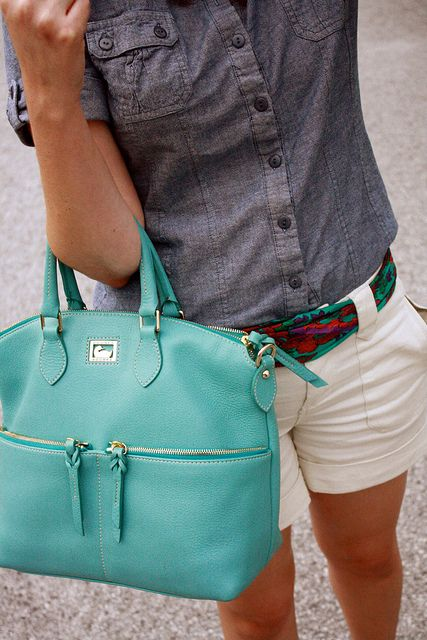 super cute.  Who makes it?? I need this purse.