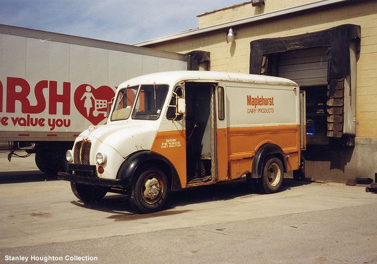 A family friend, Ted Tucker, was our milkman for many years.  He drove for Maplehurst Dairy out of Indianapolis. His wife,Dutch, was a half-sister to my aunt, Ella May Carter who lived a few doors down from us.