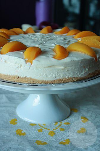 Kwarktaart is een van mijn favorieten, vroeger wilde ik deze taart dan ook het liefst als mijn verjaardagstaart. We maakten hem dan wel uit een pakje, gewoon omdat we niet beter wisten. Sinds ik thuis meer en meer bak was de kwarktaart een beetje uit het oog, tot ik in het boekje van Laura bladerde. …