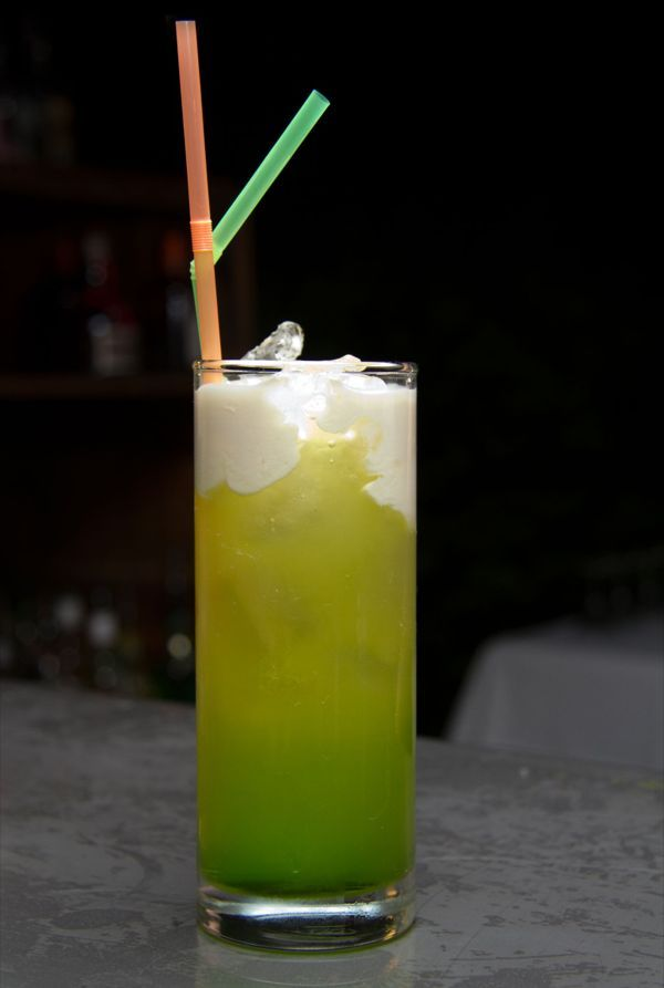 Learn how to make a Midori Splice cocktail. The melon and coconut flavours work together for a deliciously sweet, tropical mix!