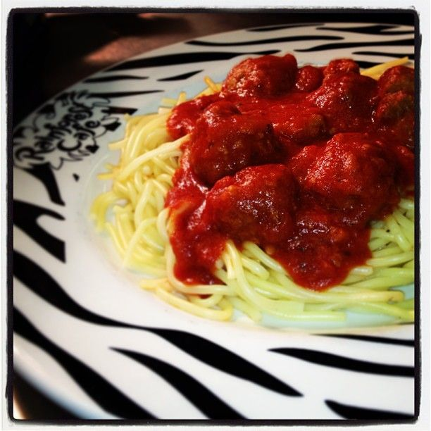 One of our fantastic kids dishes: Organic pork and beef meatballs in a rich tomato sauce with spaghetti! #yummy! http://www.therainforestcafe.co.uk/menus/kidsmenu.asp