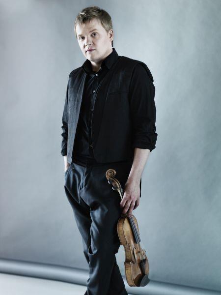 Jyväskylä Sinfonian juhlavuoden toinen teemasäveltäjä ja maailman nykymusiikin huippuihin kuuluva Magnus Lindberg nähdään harvinaisemmassa roolissaan kapellimestarina. Ke 23.9. klo 19 Jyväskylän teatteritalo
