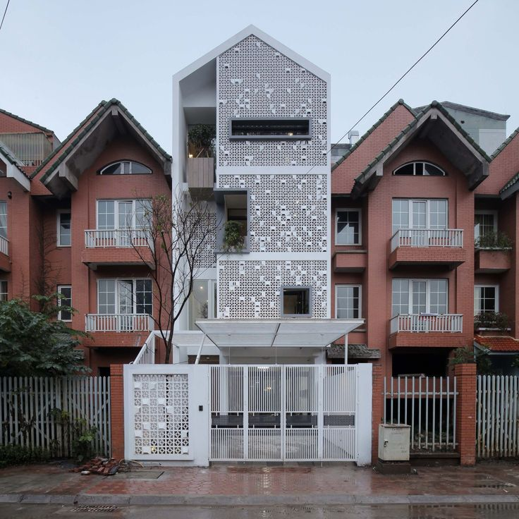 Completed in 2016 in Vietnam. Images by Trieu Chien. This house is a block in a row house in the expensive New Urban area, but now seem to be neglected after the economic crisis in Vietnam. Within the...