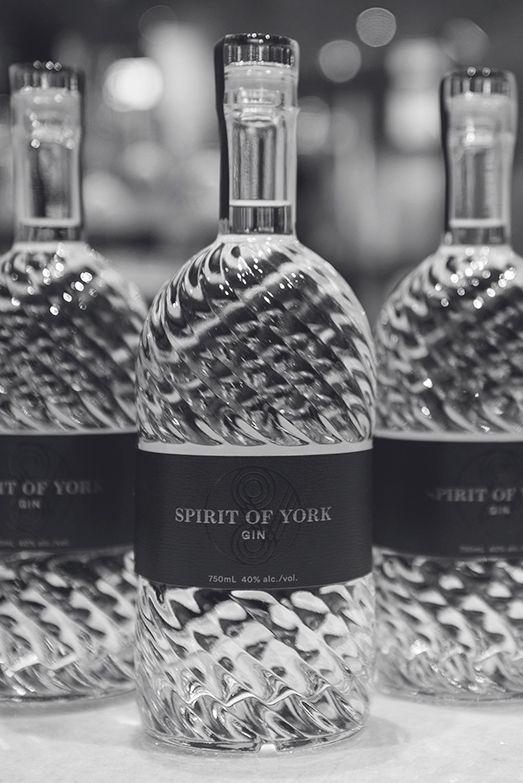 york gin. spirit of york distillery co. toronto, ontario gin