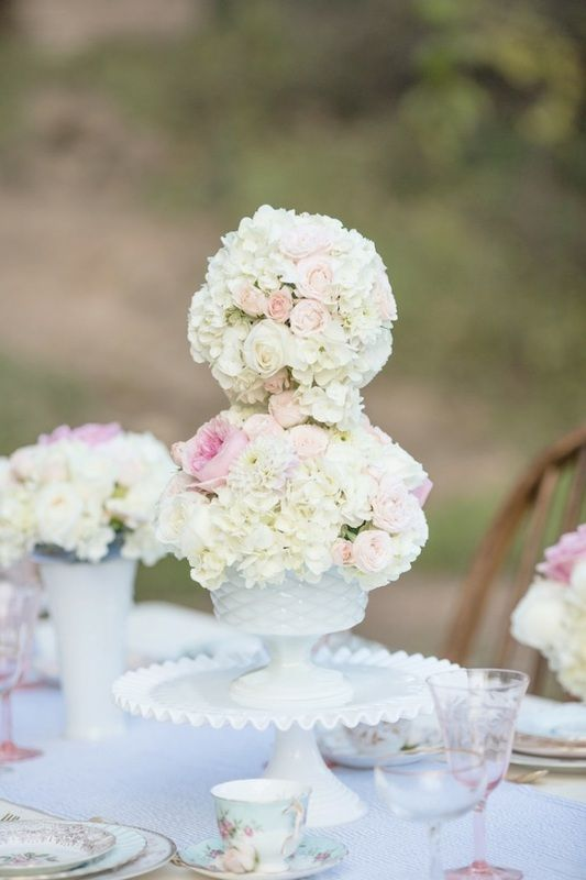 hydrangea centerpieces. carousel wedding inspiration. coordination: coutureevents.com, flowers: plentyofpetals.com, photography: davidmanningphotographers.com