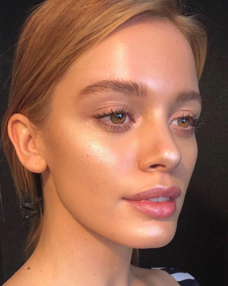 Soft focus, ultra dewy skin using Gelée highlighters