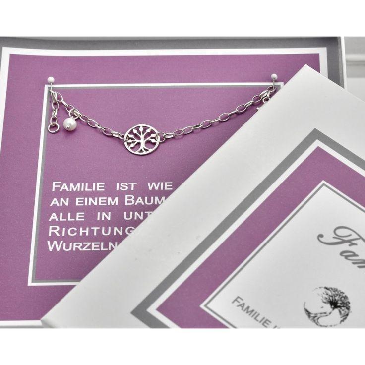 Ein Geschenk mit einem Lebensbaum Armband aus 925 Sterling Silber in einer schönen personalisierten Schmuckschachtel.