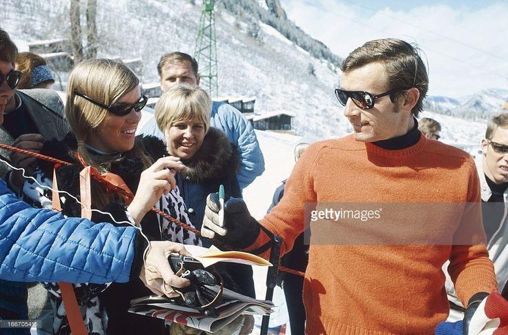Close-Up Of Jean-Claude Killy In Aspen. Jean-Claude KILLY signe des autographes à Aspen, aux Etats-Unis, en marge des épreuves de la Coupe du monde de ski 1968.