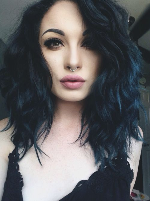 Blue black, my next hair color. I could almost be this girls sister!