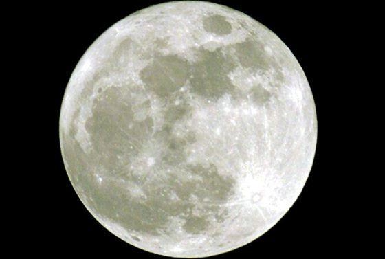 La luna me quita el sueño. Las personas duermen 20 minutos  menos cuando el satélite está en su  plenitud