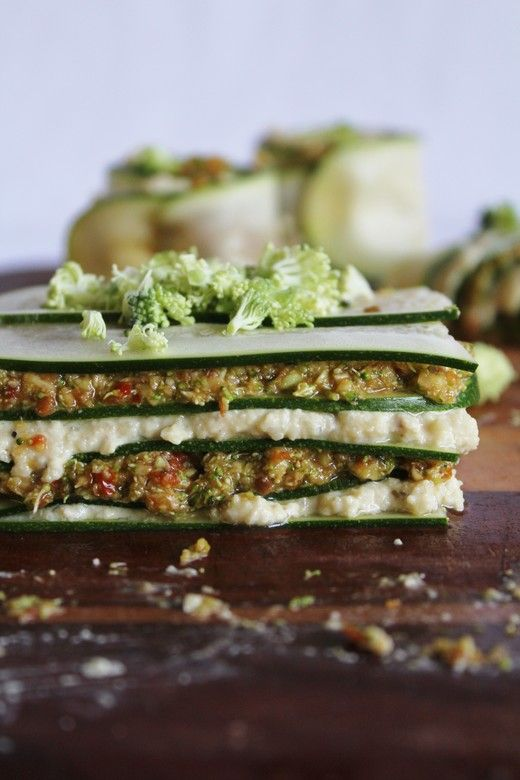 lasagnes crues courgette, fromage de cajou et pesto brocoli/tomate