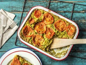 Lasagne met kipgehakt, broccolisaus en belegen kaas.