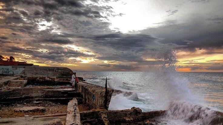 Contemplando el mar en primera #havana #habana #miramar #cuba #sea #clouds #cloudscape #light #sunset #bestsunset #total_cuba #loves_sea #loves_cuba #loves_habana #loves_sunset #ig_cuba #ig_captures #ig_habana #ig_sunsetshots by mercecg64
