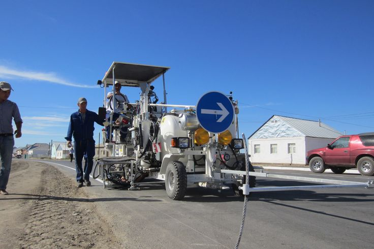 HOFMANN H18-1 road marking machine for 2-component cold plastic with bellow pump system for plain lines, mixing ratio 98:2 in Kasachstan www.hofmannmarking.de