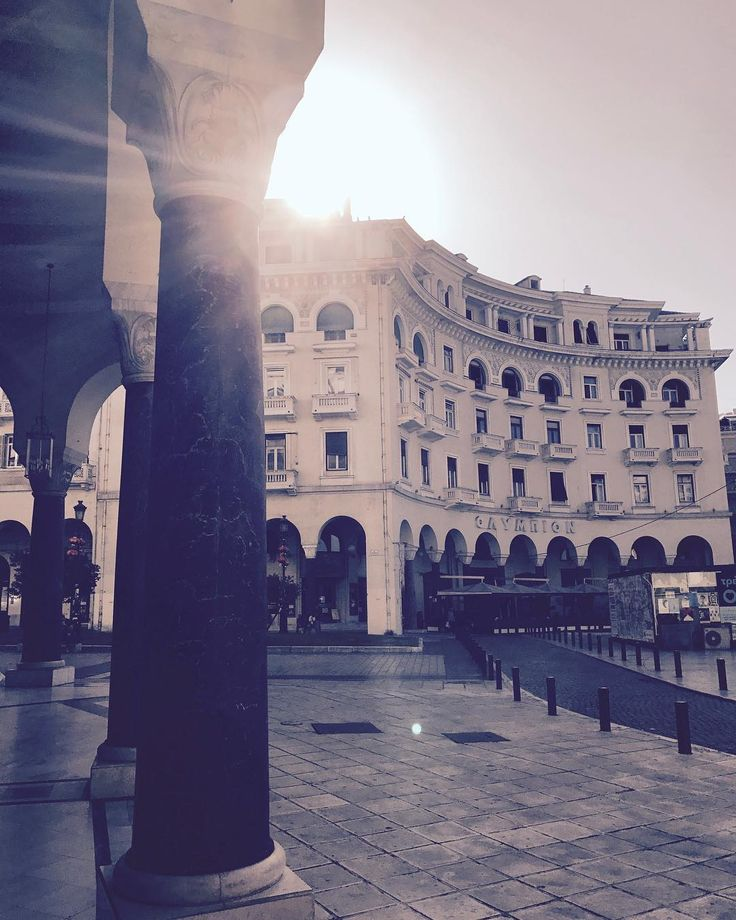 First light of autumn in Aristotelous square