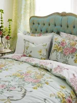Cabeceira de cama estofada: Quartos Decoracao, Decor Ideas, Design Guild, Tufted Headboards, Head Boards, Designers Guild, Floral, Decor Blog, Beautiful Bedrooms