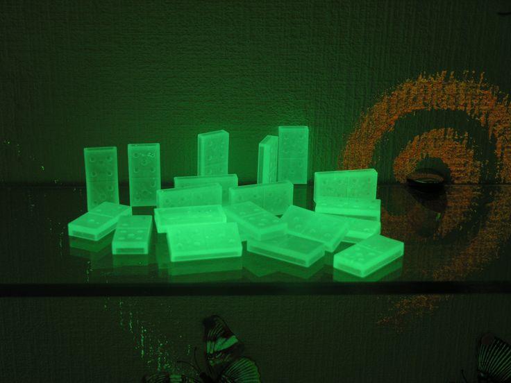 Светящаяся краска для пластиковых поверхностей. Светящееся домино ***** Luminous paint for plastic surfaces. Glowing dominoes #светящаяся #краска #пластик #домино #luminous #paint  #plastic #dominoes
