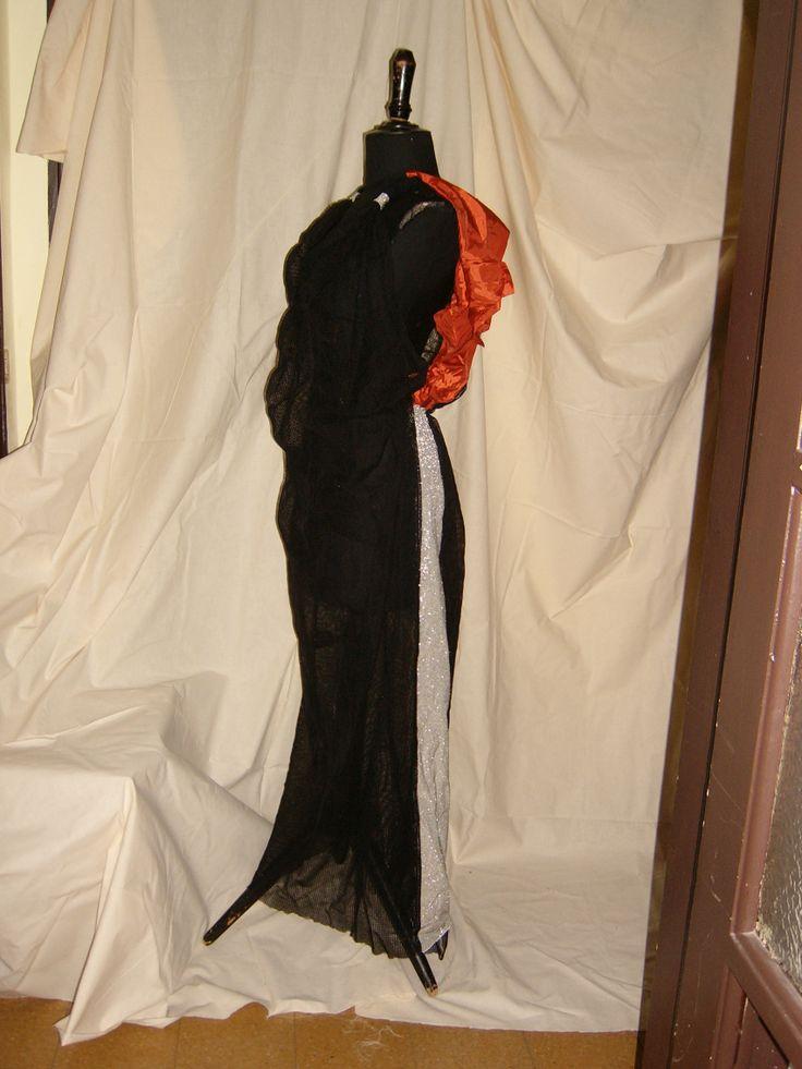 TRANSYLVANIAN RED DRESS   Abito da sera  realizzato con rete di cotone nera , lurex argento e satin rosso.  Evening Dress made with cotton net black, silver lurex and red satin .