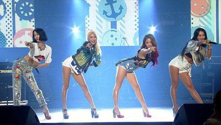 SISTAR 'Shake It' on 'Yoo Hee Yeol's Sketchbook' + talk about their summer comeback | http://www.allkpop.com/article/2015/06/sistar-shake-it-on-yoo-hee-yeols-sketchbook-talk-about-their-summer-comeback