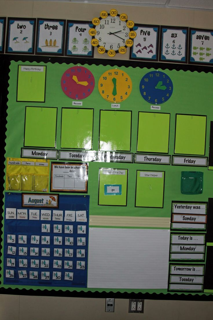 The First Grade Princess: classroom decor I really like this set up...mine would be black & gold!
