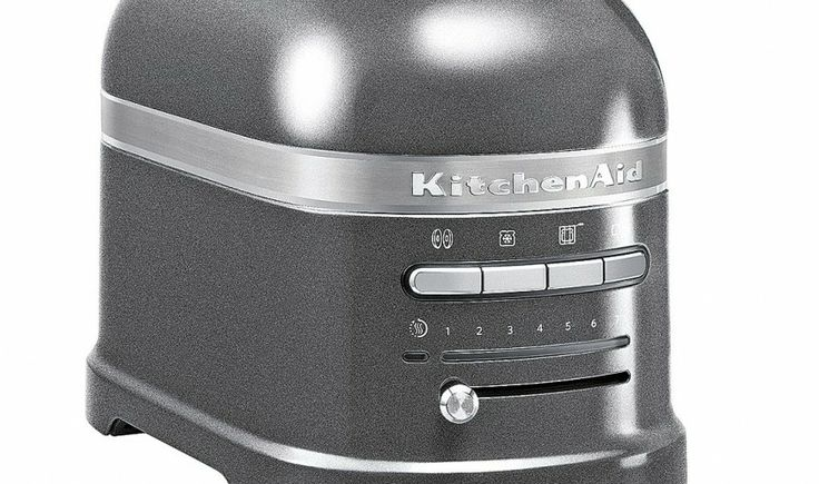 Toaster et bouilloire Artisan, carrossés de métal coulé, avec respectivement thermostat intégré et mini écran LED. ©KitchenAid distribué par Cuisines&Créations (Lyon 3ème)