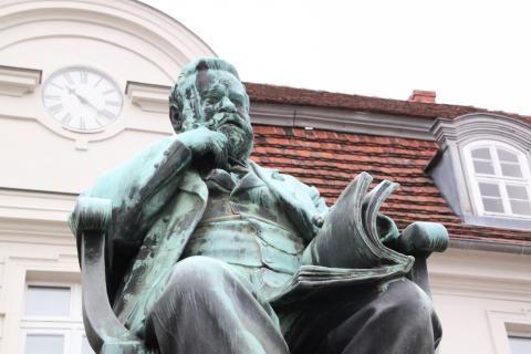 Fritz-Reuter-Denkmal in #Stavenhagen Foto: Eckhard Kruse / NK #meckpomm #fritzreuter #plattdeutsch #mecklenburg #literatur