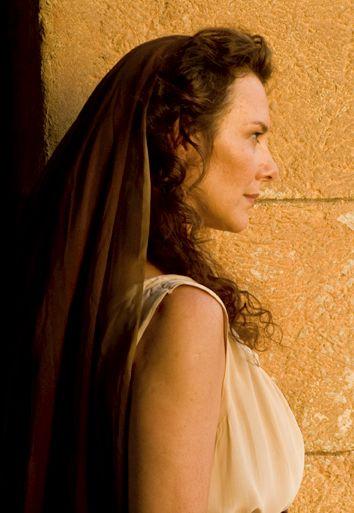 Valeria Cavalli as Aconia Minor - Kaamelott, season 6