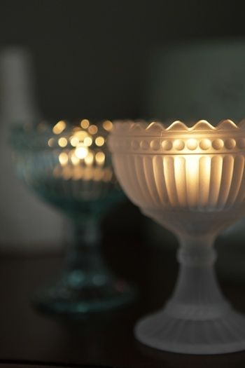 ティーライトキャンドルをなかにいれて。ガラスを通してとても暖かみのあるキャンドルの光になります。