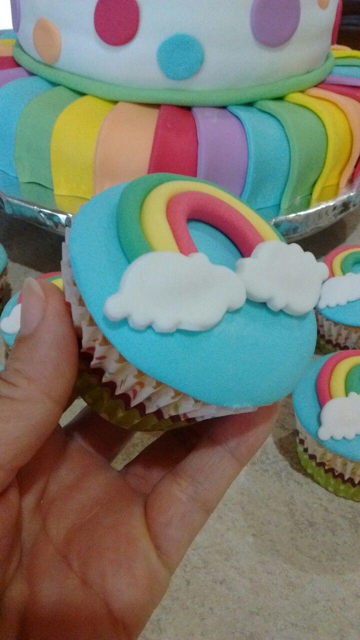 Torta y Cupcakes Arco Iris...