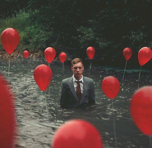 Rouge - Homme - Eau - Ballons - Photographie