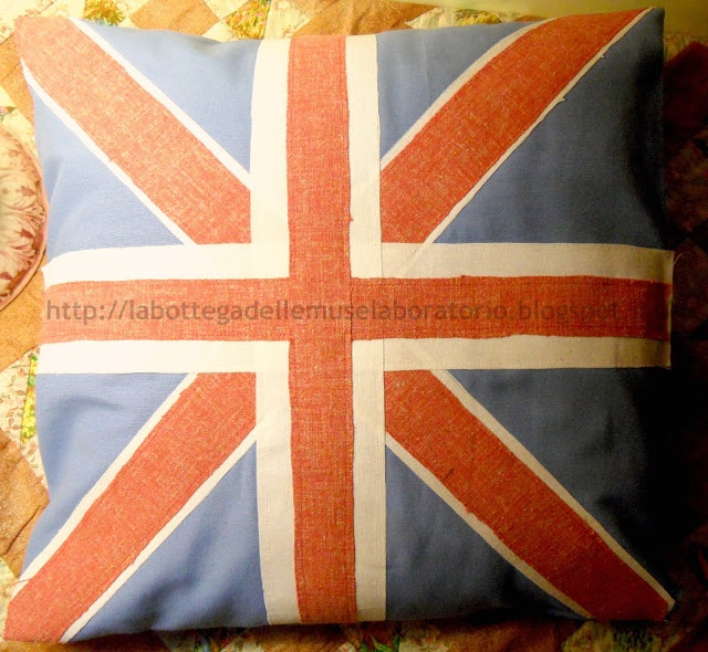 La Bottega delle Muse Laboratorio: cuscino country con bandiera inglese- Union Jack British Flag Pillow