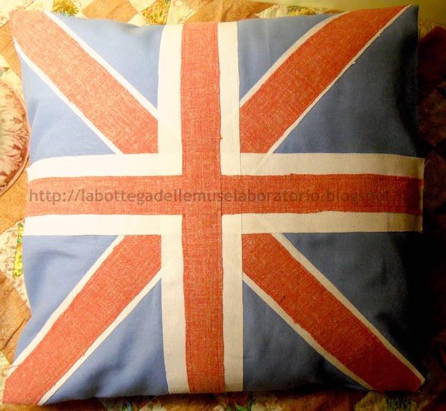 La Bottega delle Muse Laboratorio: cuscino country con bandiera inglese- Union Jack British Flag Pillow